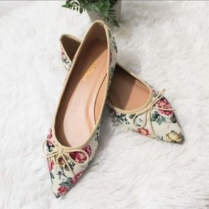FLORAL POINTY TOE FLATS • JOURNEE COLLECTION
